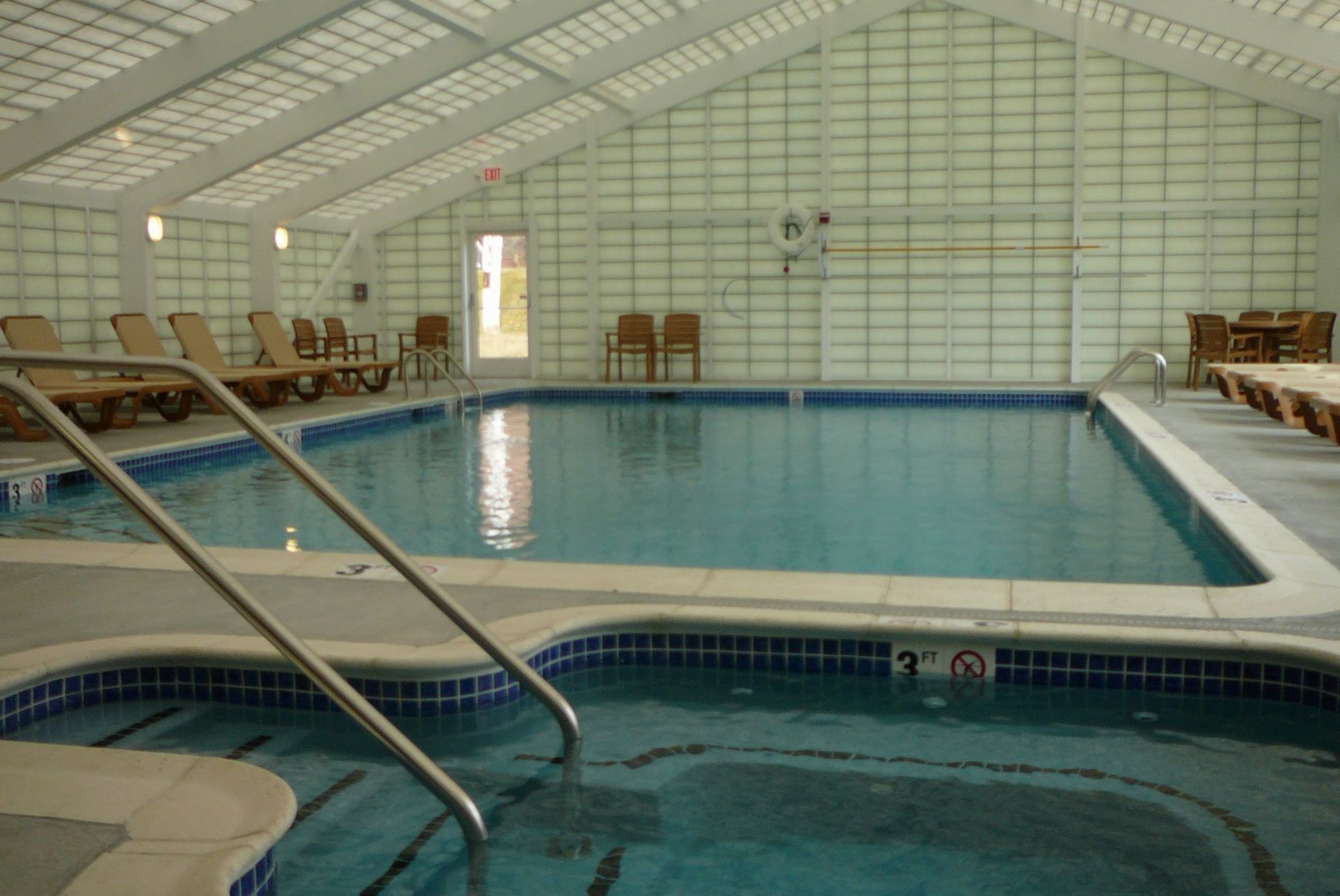 Indoor_Pool_2.JPG