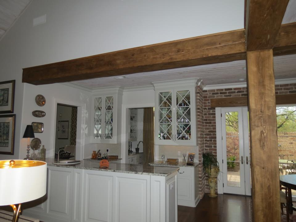 tique_interior_antiqued_beams.jpg