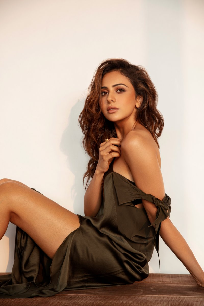 rakul-preet-singh_latest_hot_stills-3.jpg