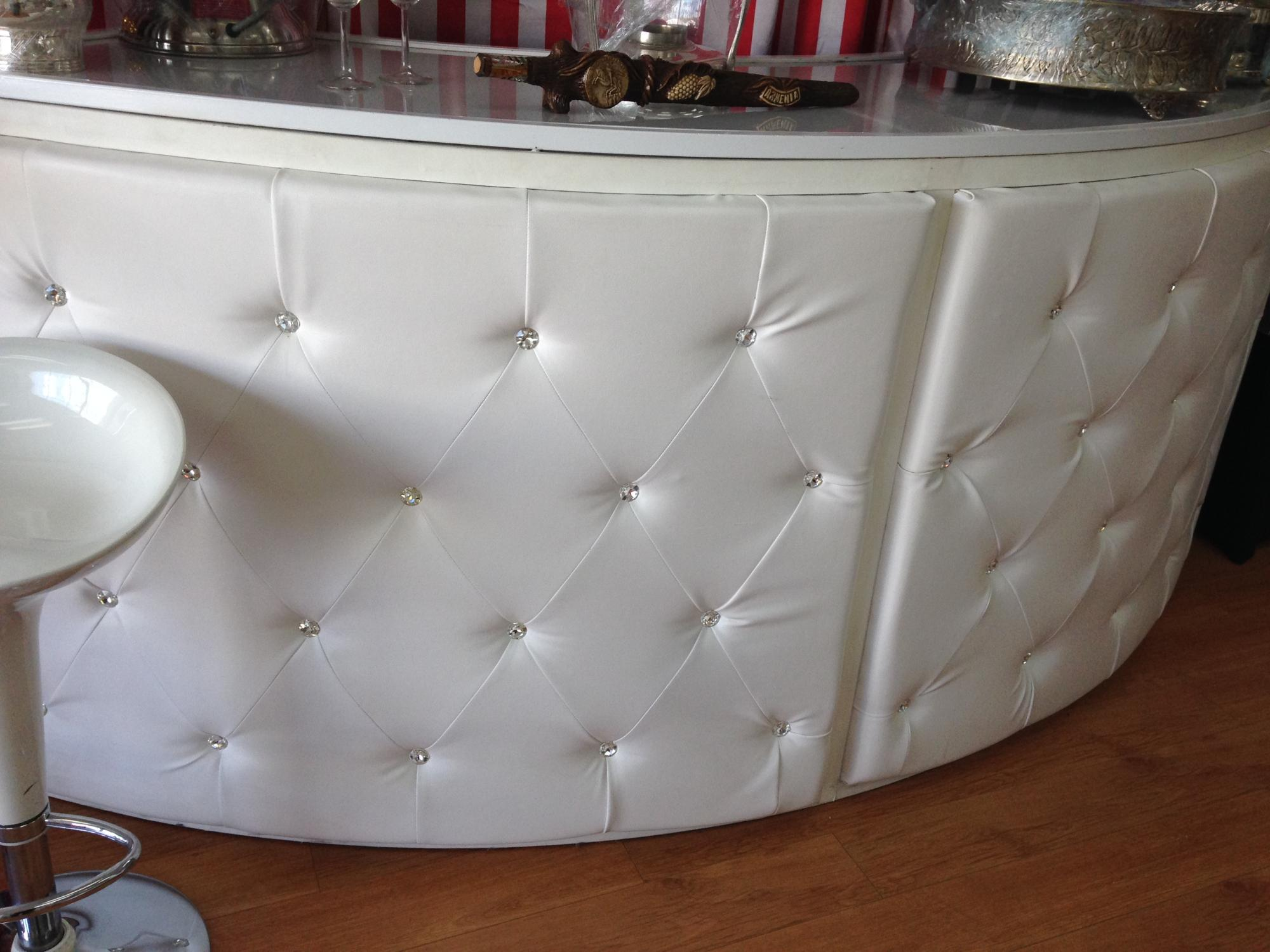 8__Tufted_White_Serpentine_Bar.JPG