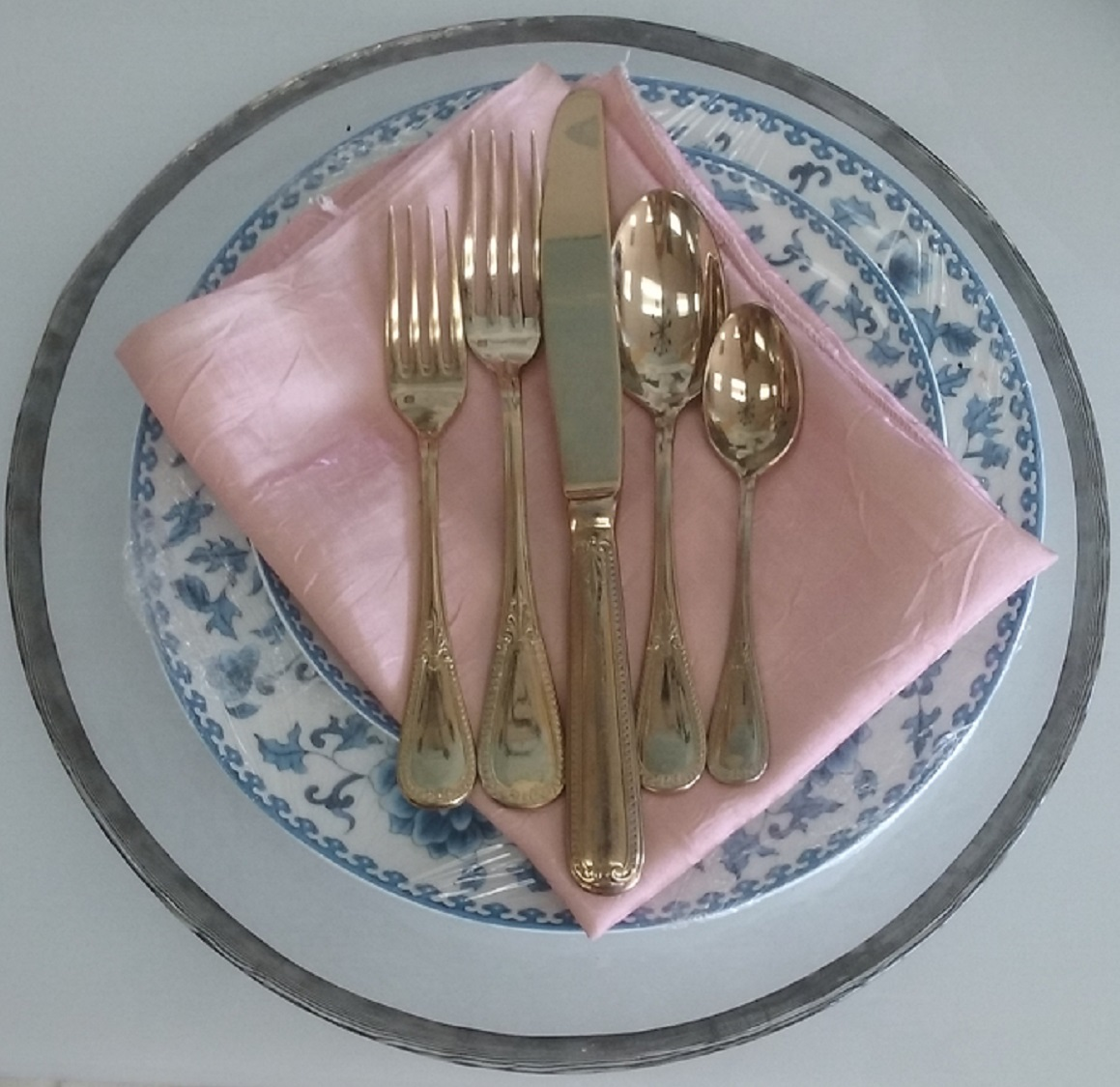 All_Gold_Flatware_Set.jpg