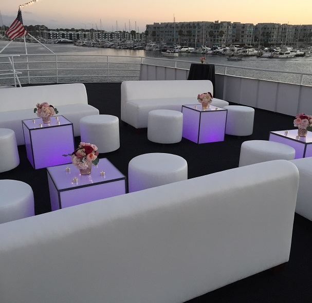 Lounge_Furniture_on_Yacht.jpg