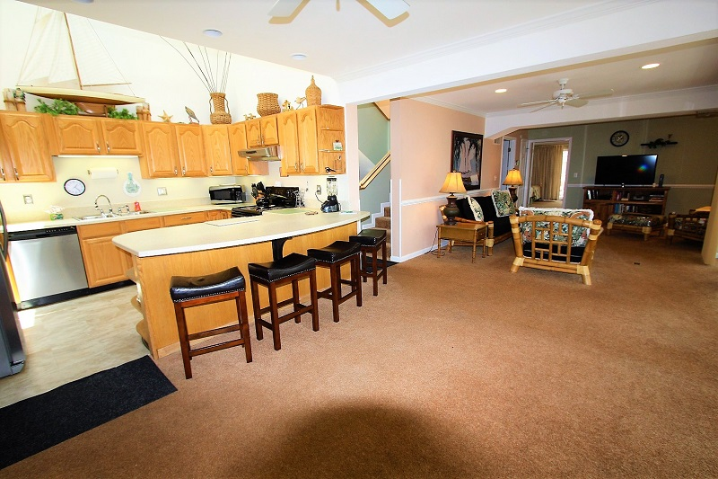 Fully_Equipped_Kitchen_with_living_room_and_deck__3.jpg