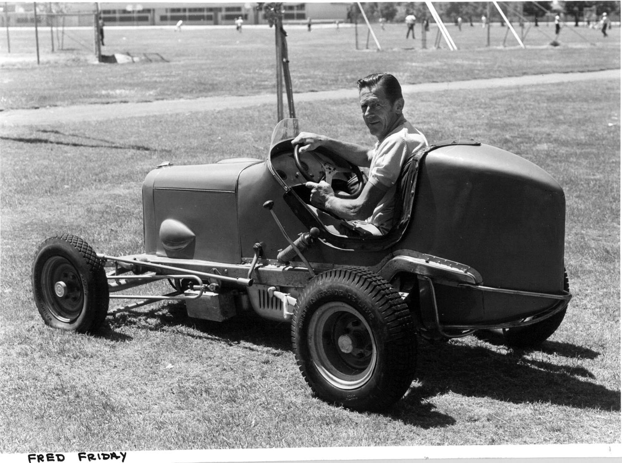 MG0053_Fred_Friday_in_the_Walsh_vintage_midget_HR.jpg