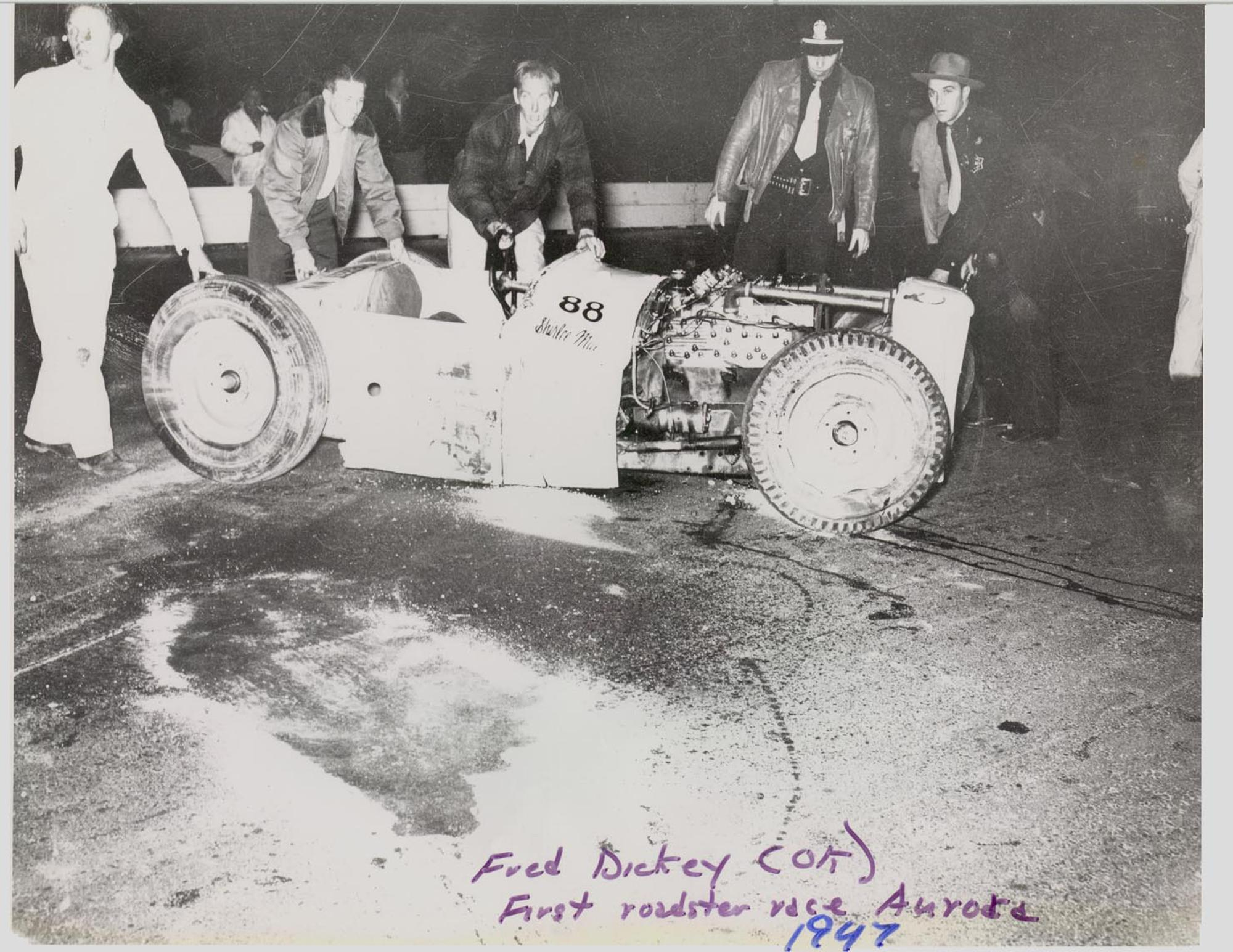TR0008__88_Fred_Dikckey_wreck__first_roadster_race_at_Aurora__Seattle__HR.jpg