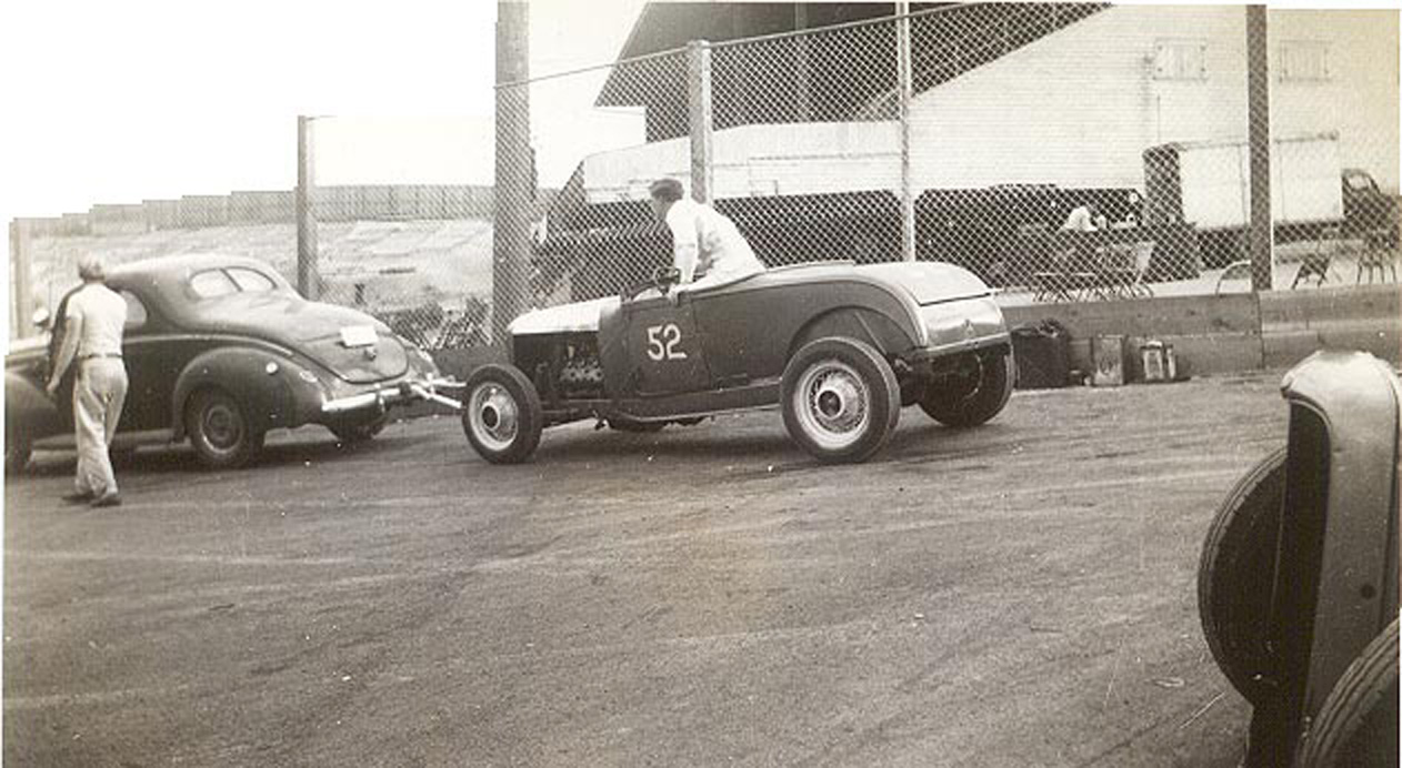 TRA015__52_at_Playland__40_Ford_tow_car_HR.jpg