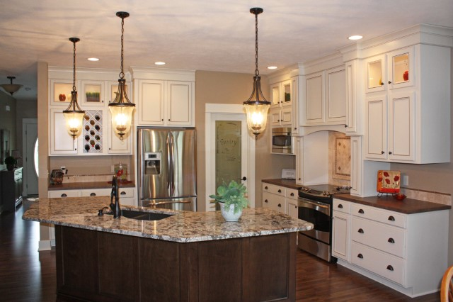Dawson_Maple_Antique_WhiteCG_Kitchen_Full_jpg.jpg