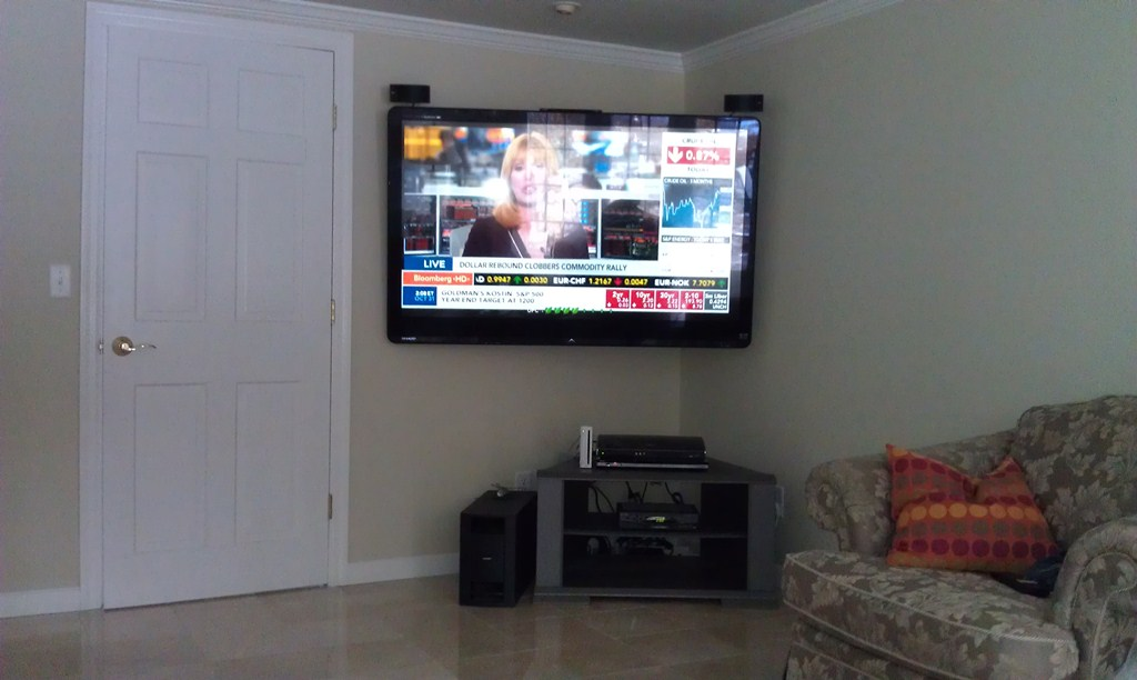 Corner-TV-Wall-Mount-Flat-Screens.jpg