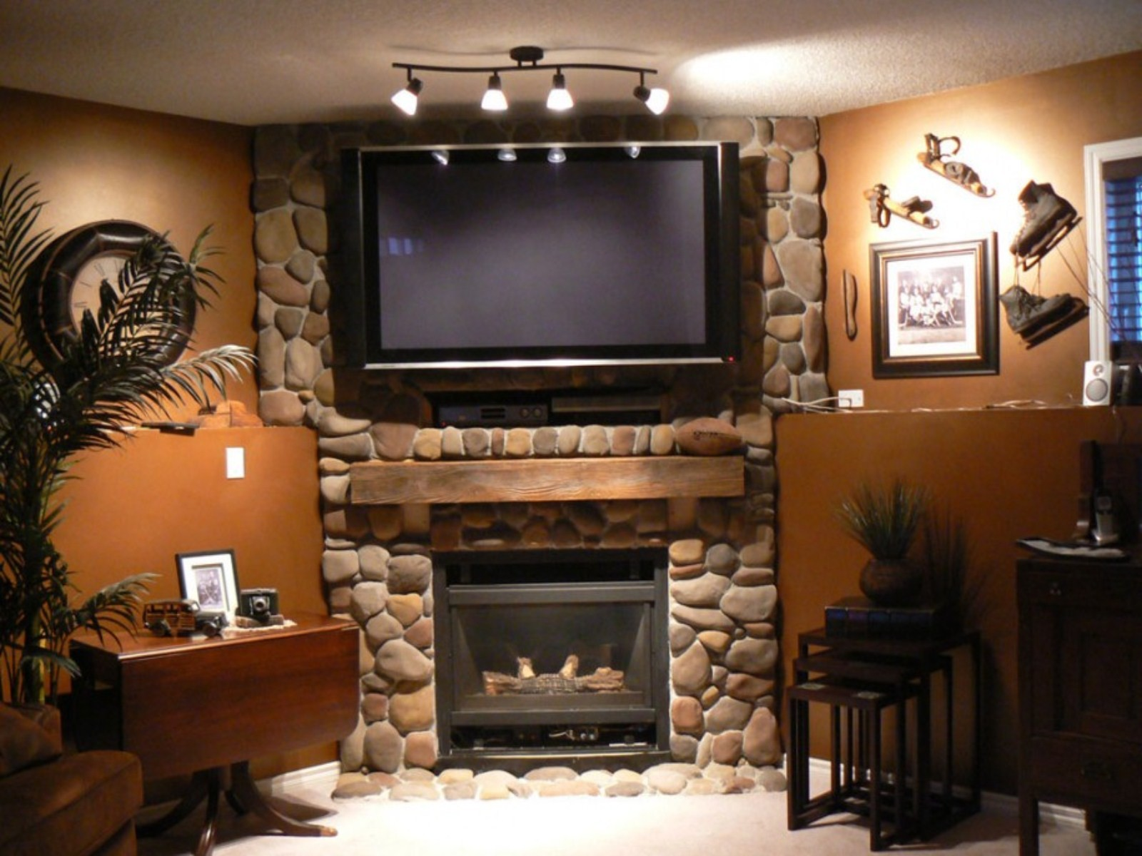 Corner-Wall-Mount-for-Flat-Screen-TV-with-Above-Stone-Fireplace-Design-Ideas.jpg