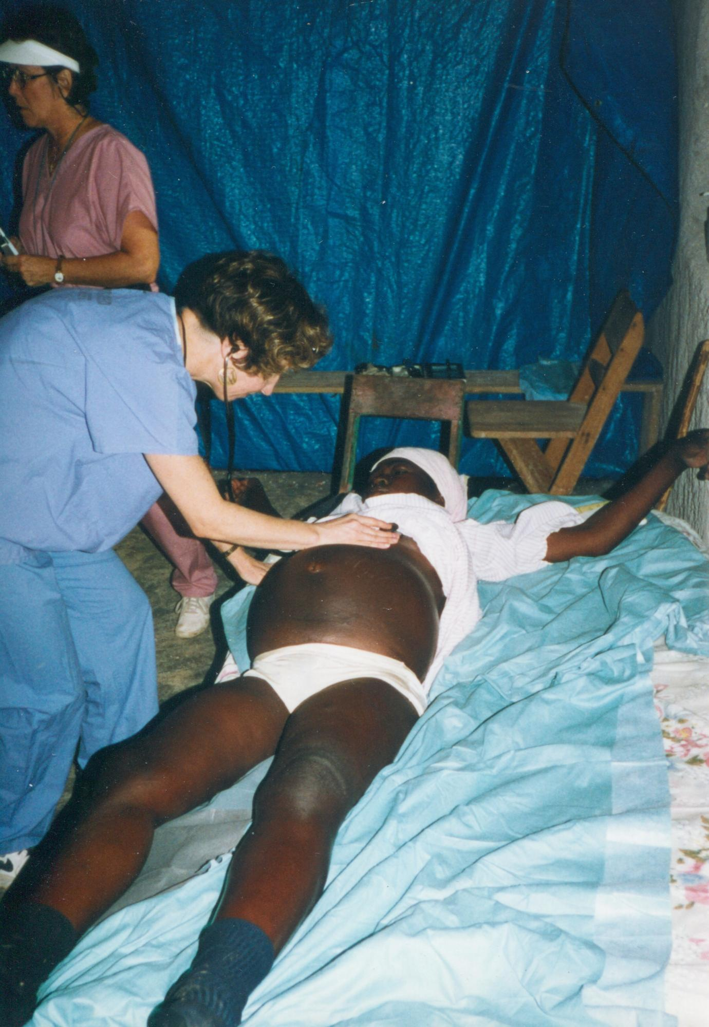 1999_Dr_Murphy_w_Pregnant_woman_on_bed_Vital_checked_Thiotte_p_DrMM_image31.jpg
