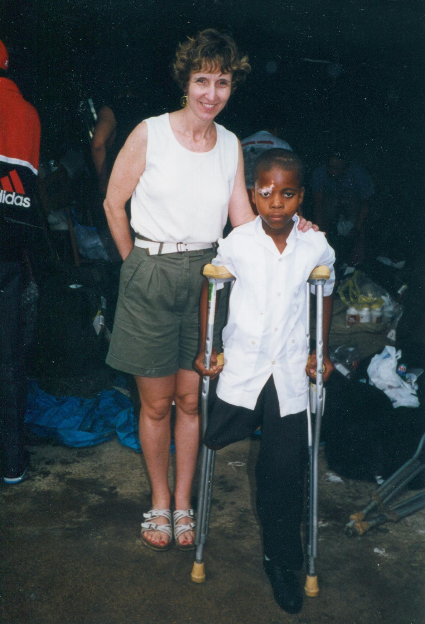1999_Dr_Murphy_with_young_amputee_on_crutches_p_Dr_MM_image33.jpg