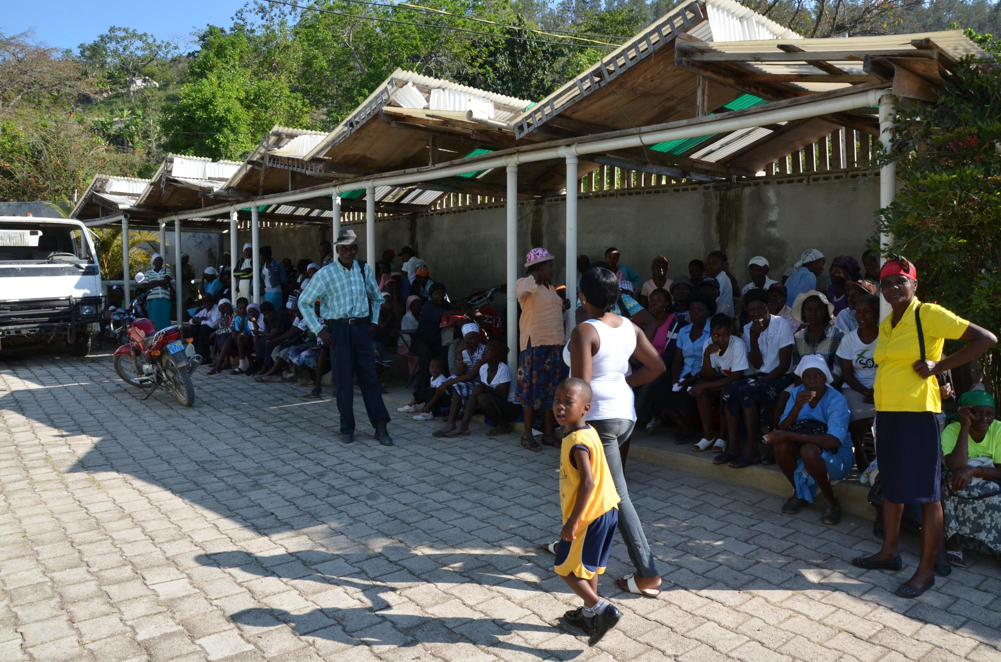 Haiti2013_Clinic_courtyard_waiting_area_755.jpg