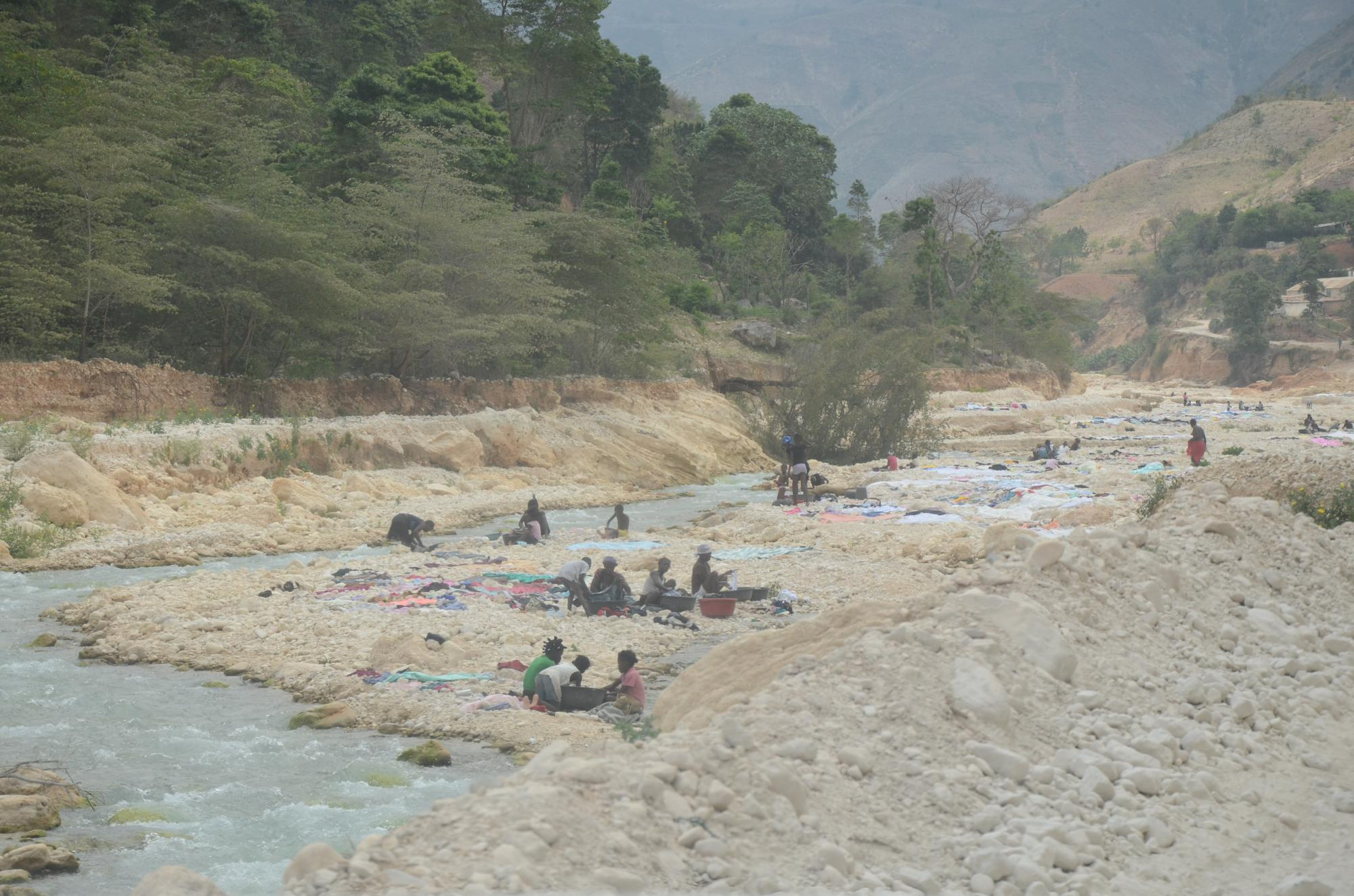 Haiti2013_Drive_in_river_laundry_cu_164.jpg