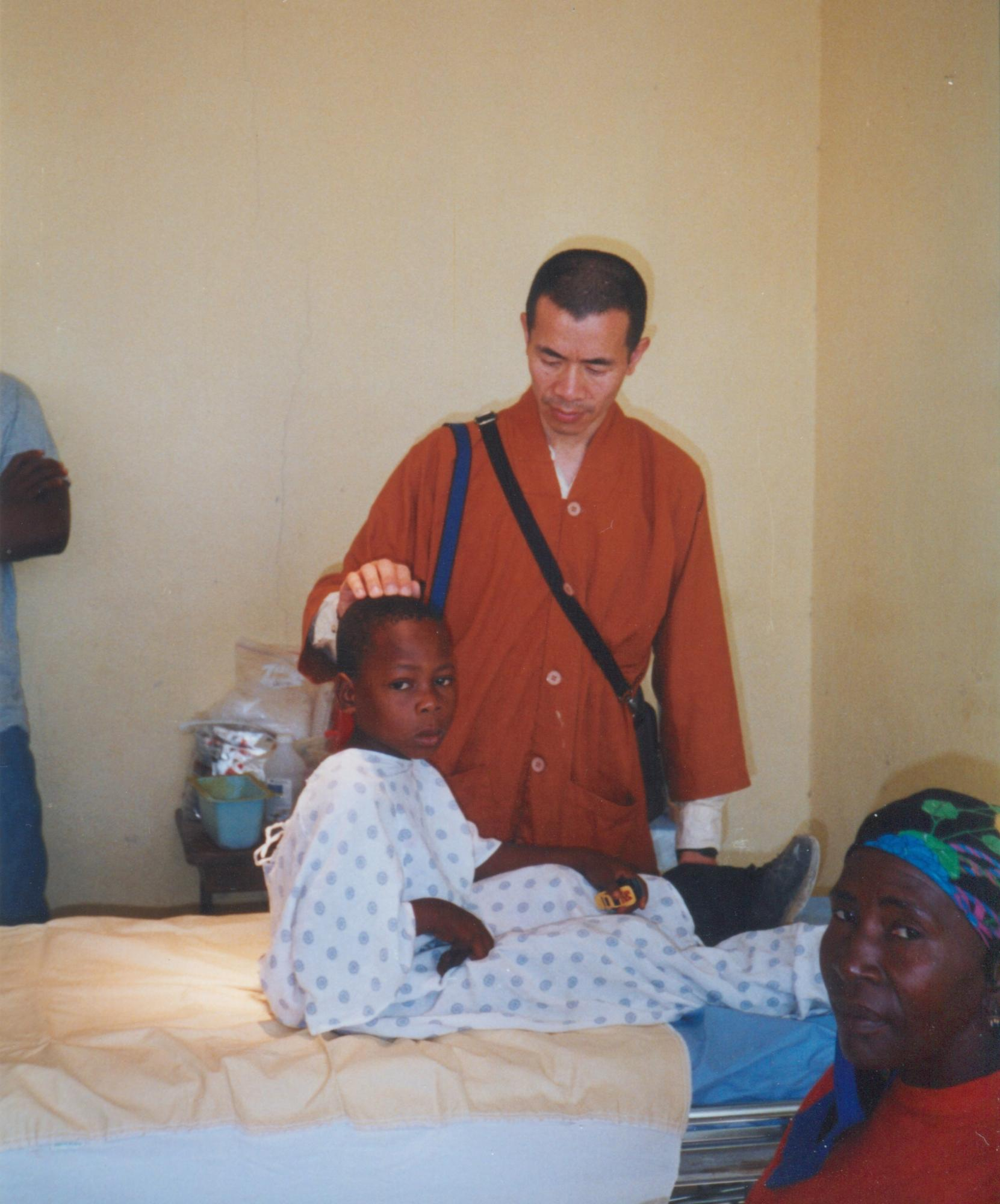 Practitioner_of_acupuncture_with_young_male_patient_circa_2001__image14.jpg