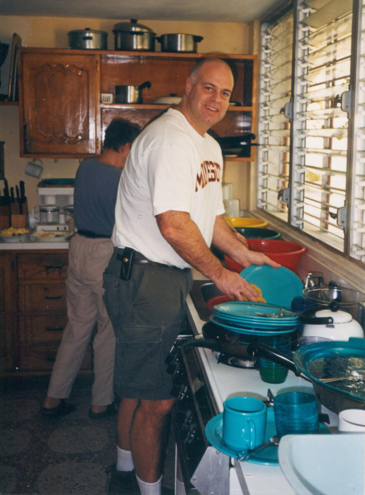 Team_members_clean_dishes__2000_image22.jpg