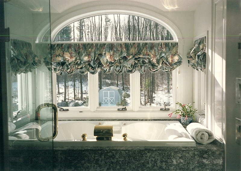 23_Gamelli_cantelevered_tub_alcove_2.jpg