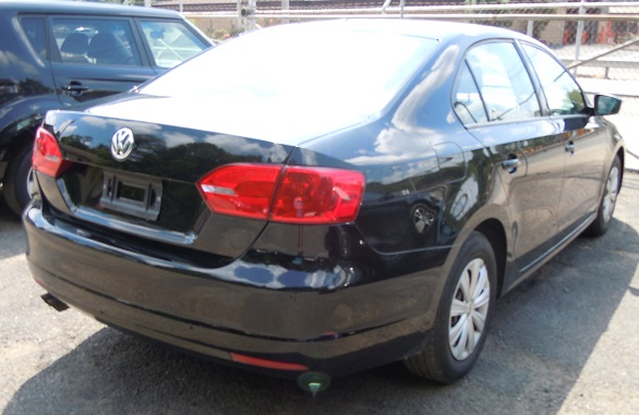 14_VW_JETTA_BLACK_2.jpg
