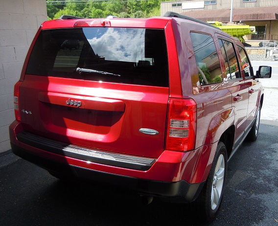 14_jeep_patriot_red_n6.jpg