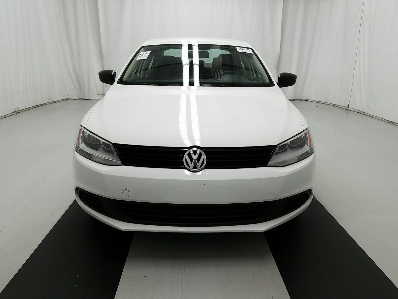 14_vw_jetta_white_2.jpg