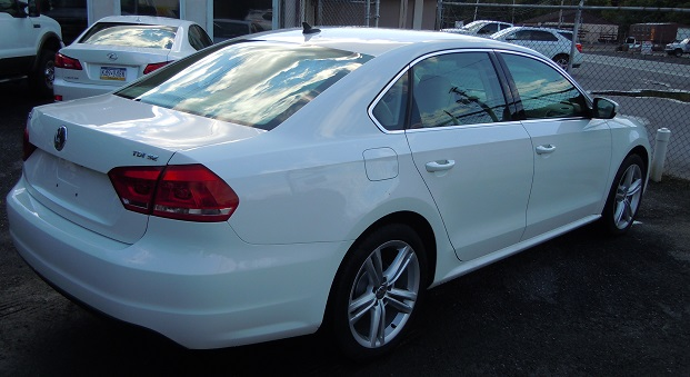 15_VW_PASSAT_WHITE_2.jpg