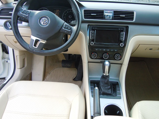 15_VW_PASSAT_WHITE_5.jpg