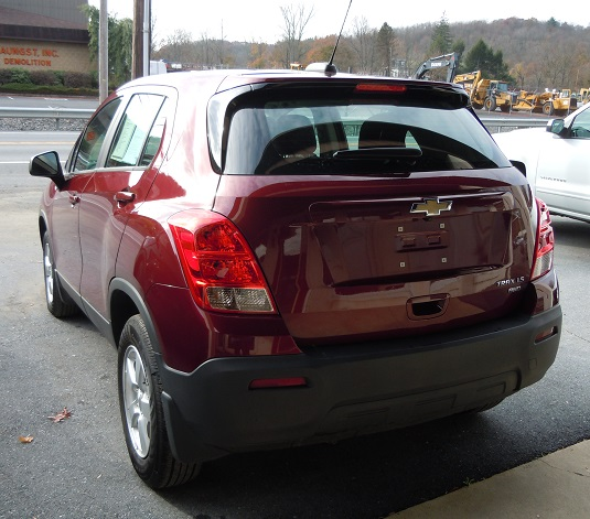 16_chevy_trax_red_2.jpg
