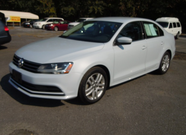 17_vw_jetta_white_1.jpg