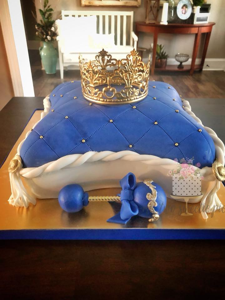 Royal_blue_pillow_cake.jpg