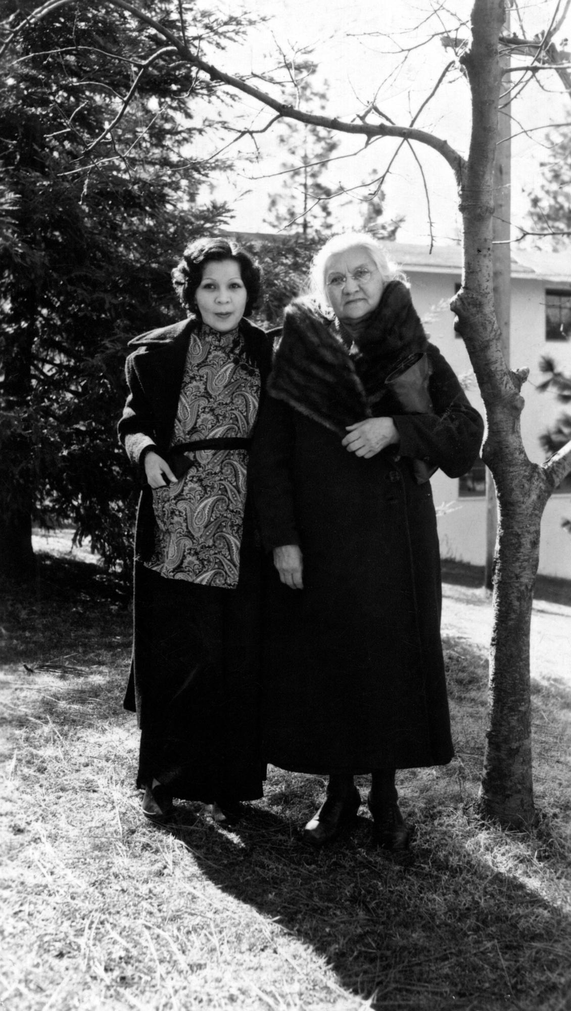 Edith Bell Hoover Matteson with her mother, Louisa Jane Ward Hoover circa 1936