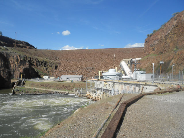 Irongate_Dam_and_Penstock.jpg