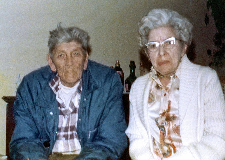Lester Ward Hoover with half-sister Mildred Hoover Leonard, 1975