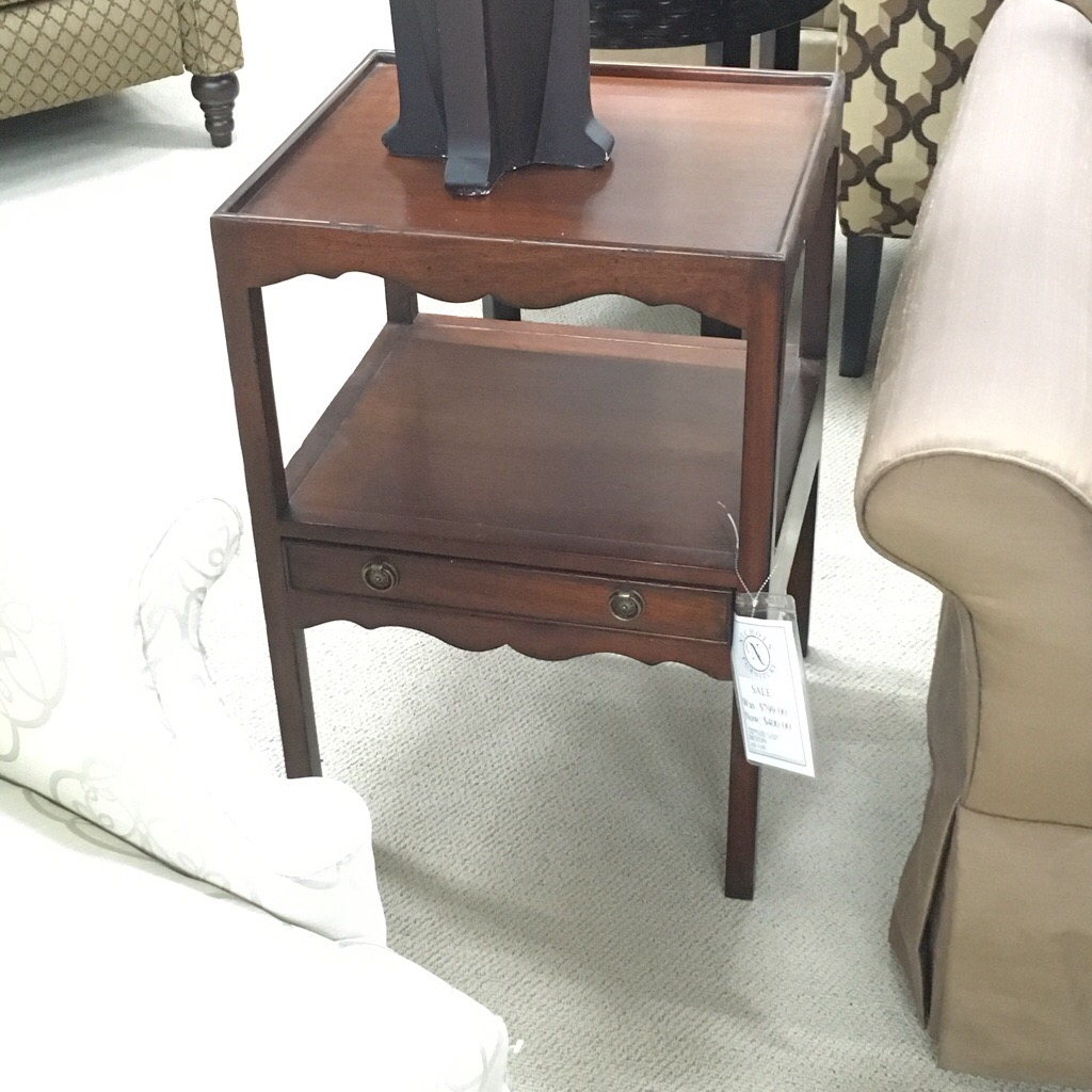 Mahagony End table with two shelves and a drawer