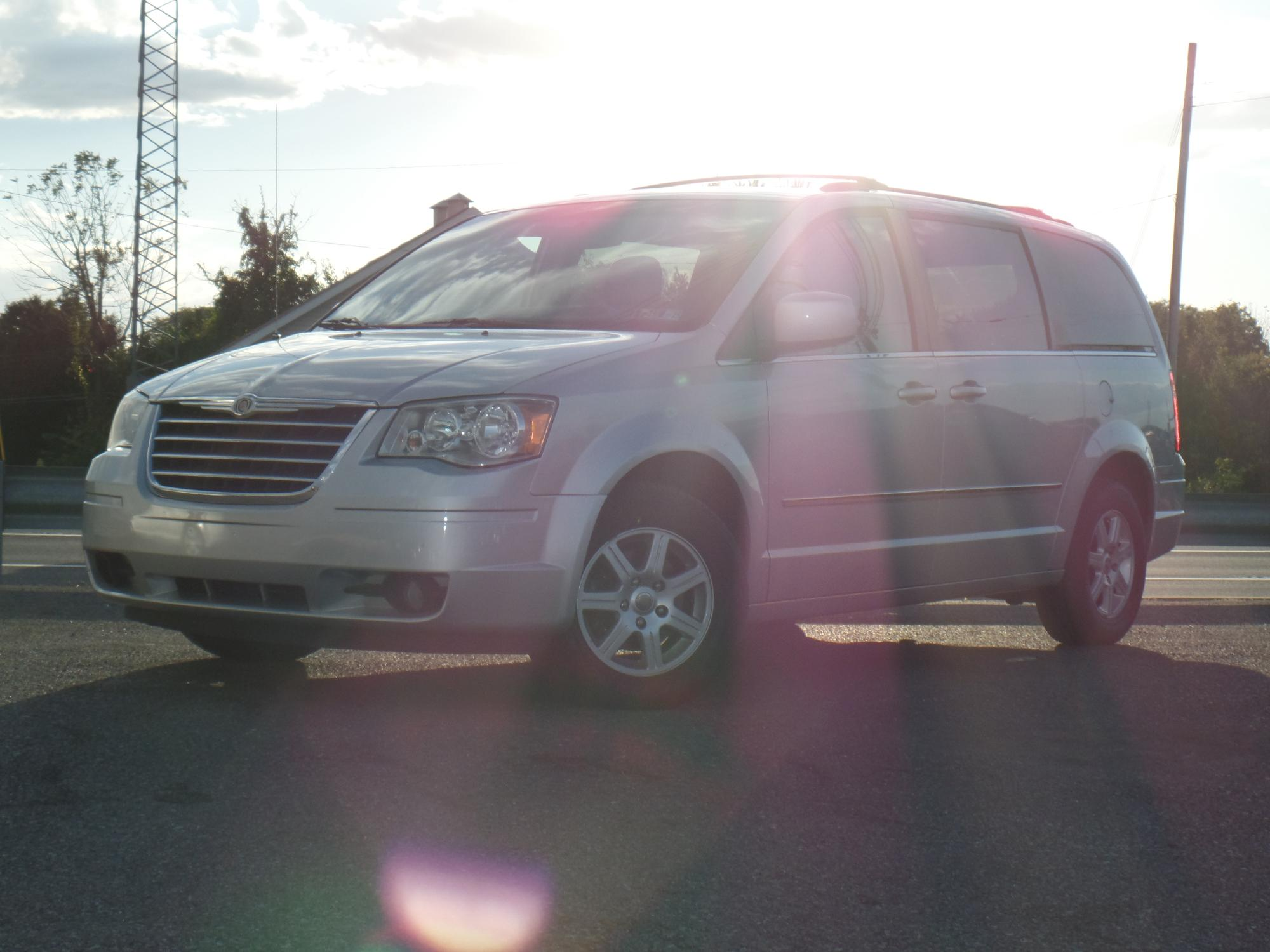 10-23-2018_2010_Chrysler_Town_and_Country_367943__1_.JPG