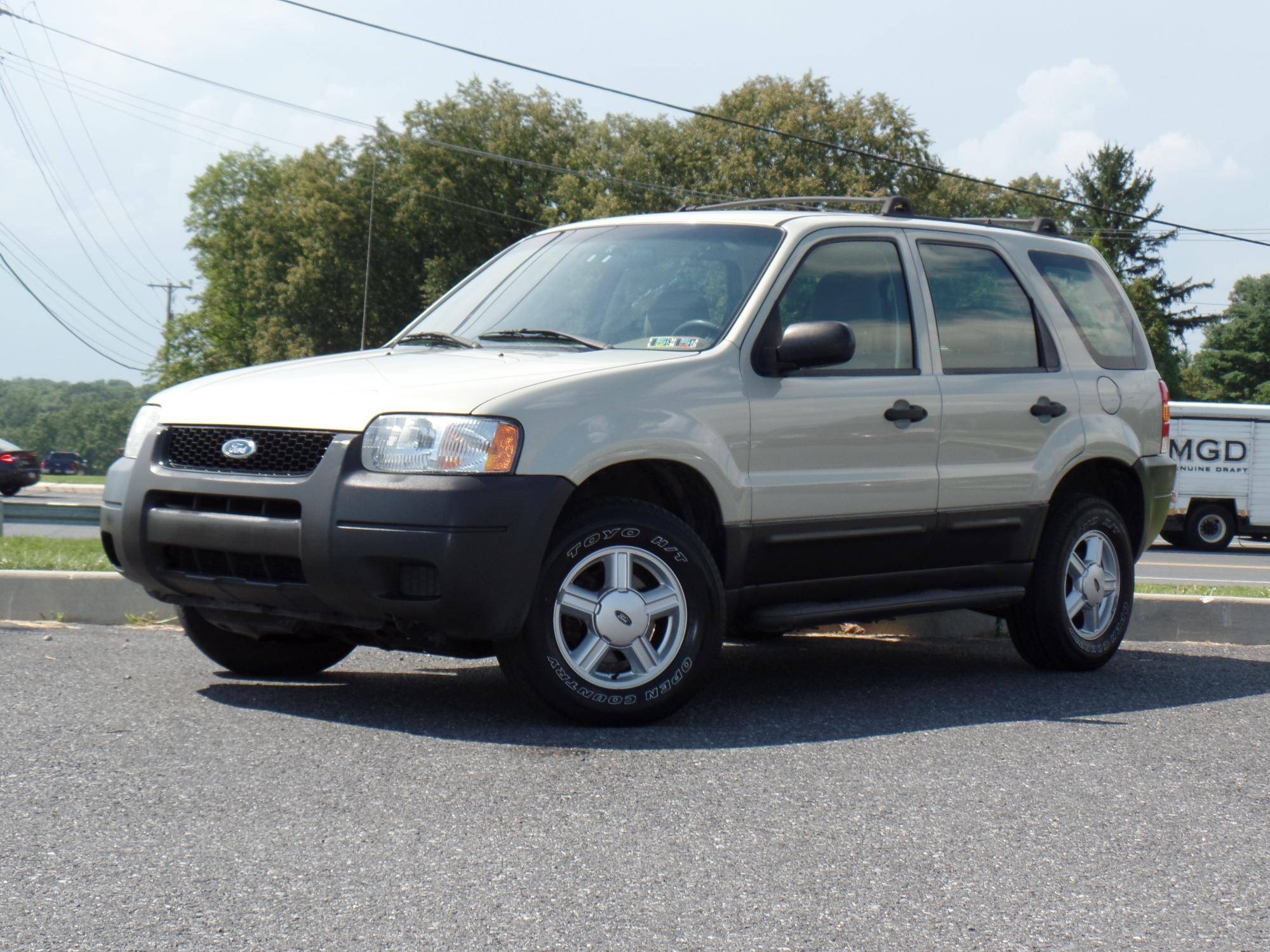 2003_Ford_Escape_A25738__1_.JPG