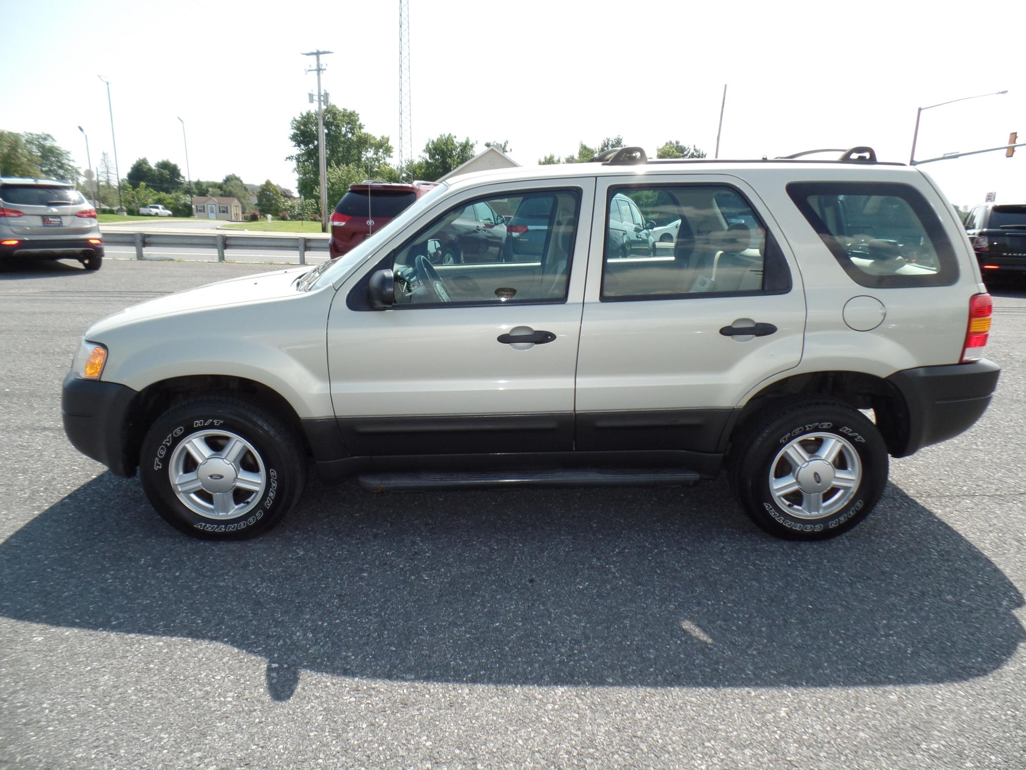 2003_Ford_Escape_A25738__6_.JPG