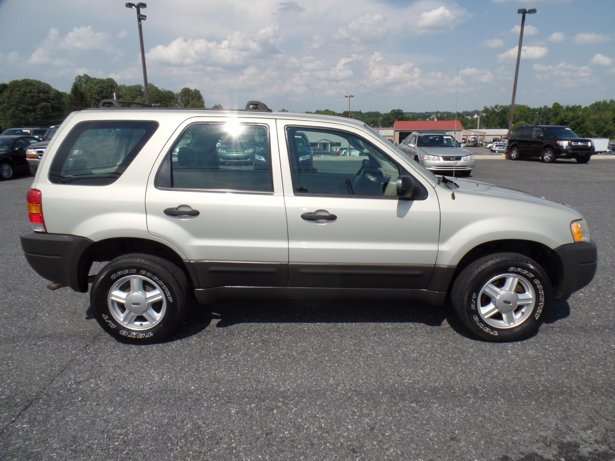 2003_Ford_Escape_A25738__8_.JPG