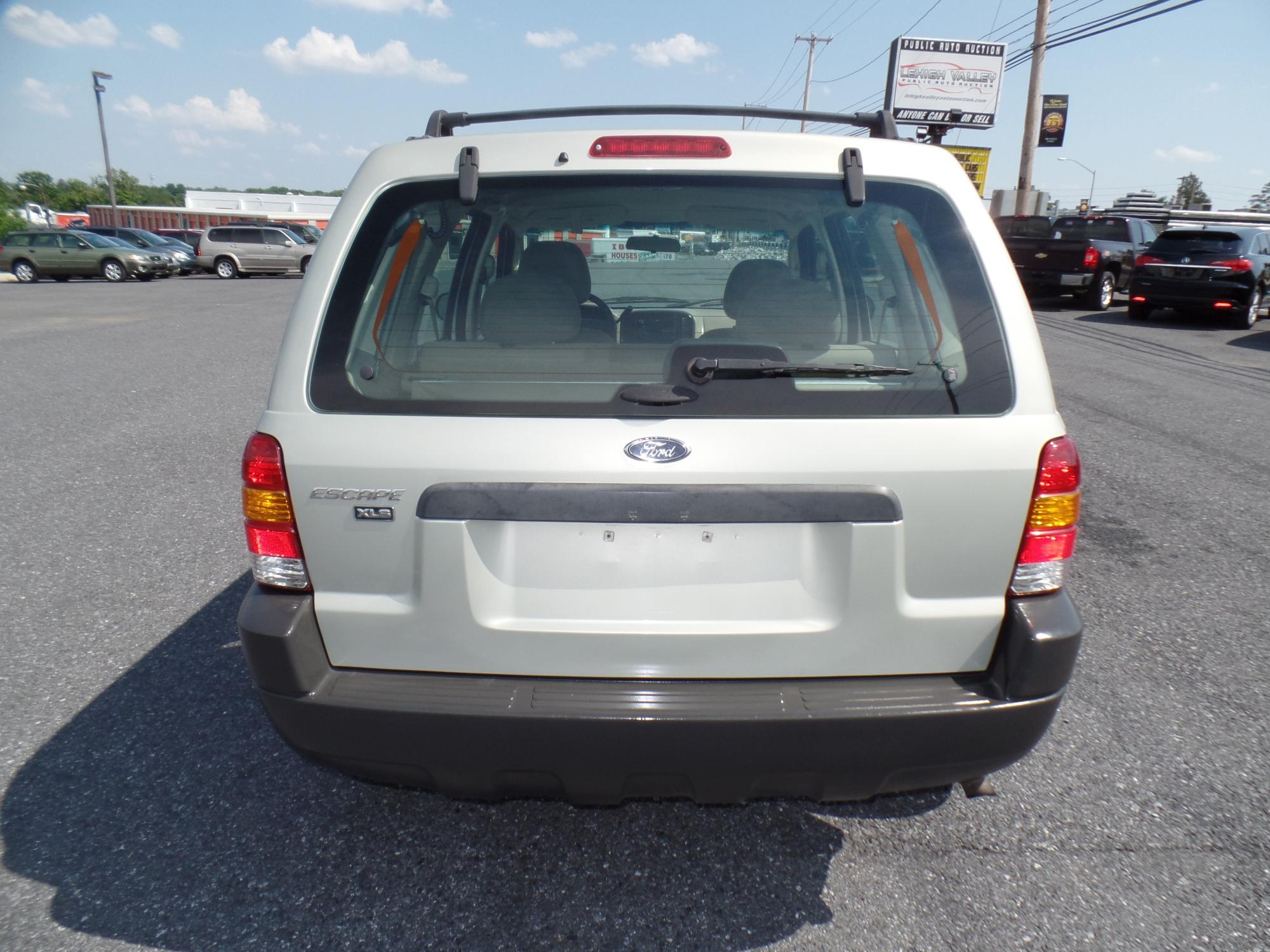 2003_Ford_Escape_A25738__9_.JPG