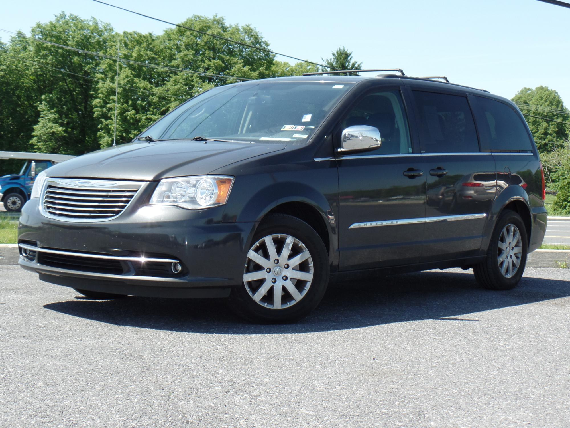 5-21-2018_2012_Chrysler_Town_and_Country_195632__1_.JPG