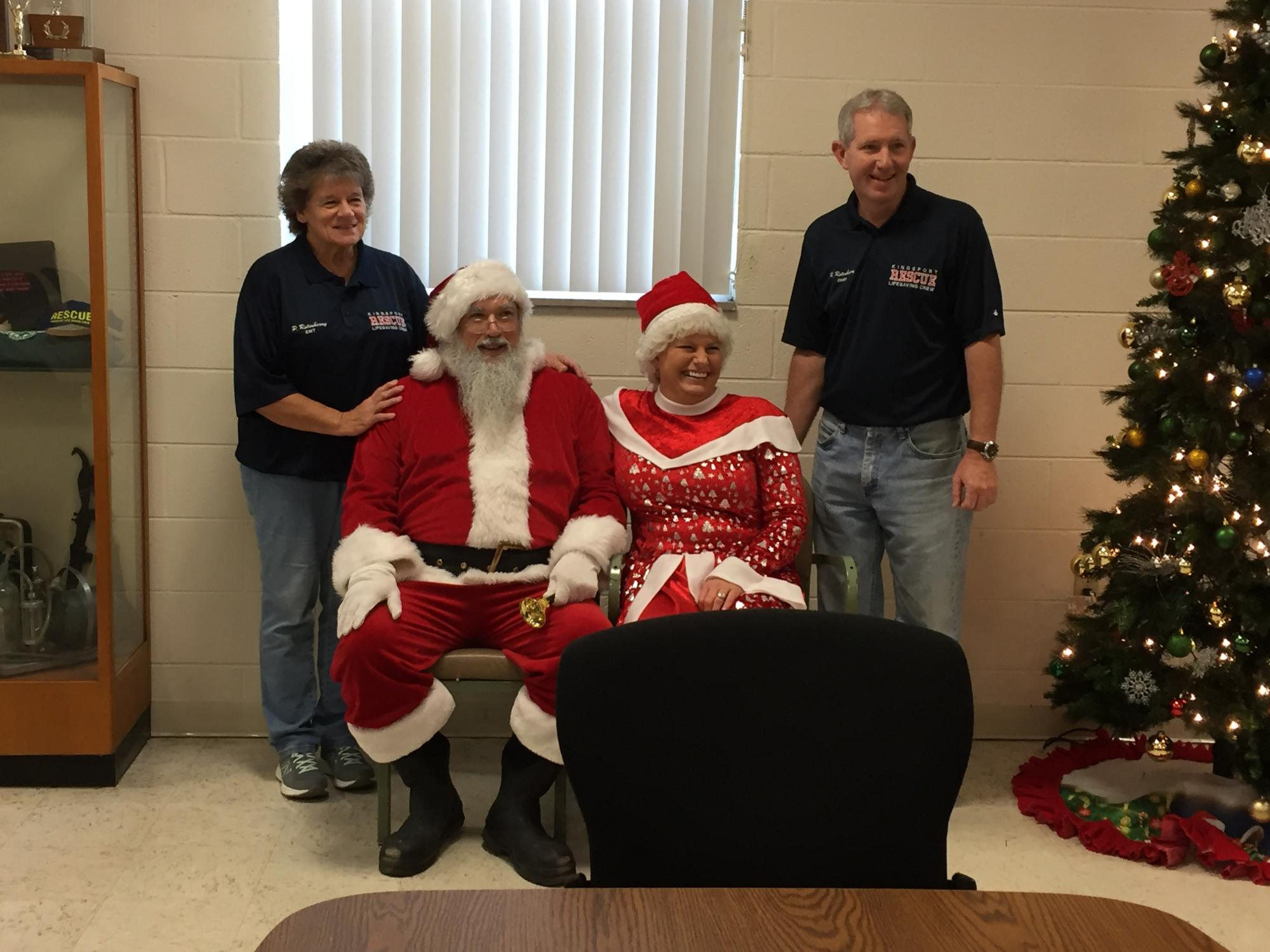 Chief Rusty Rotenberry and Patty Rotenberry with Mr. and Mrs. Clause.