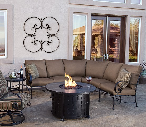 "Classico W 42"" Round Fire Table & Sectional"