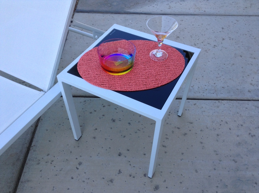 Cocktail_Side_Table_White_1.JPG