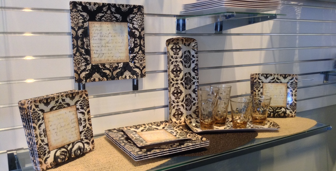 Damask Melamine Tableware & Acrylic Glasses