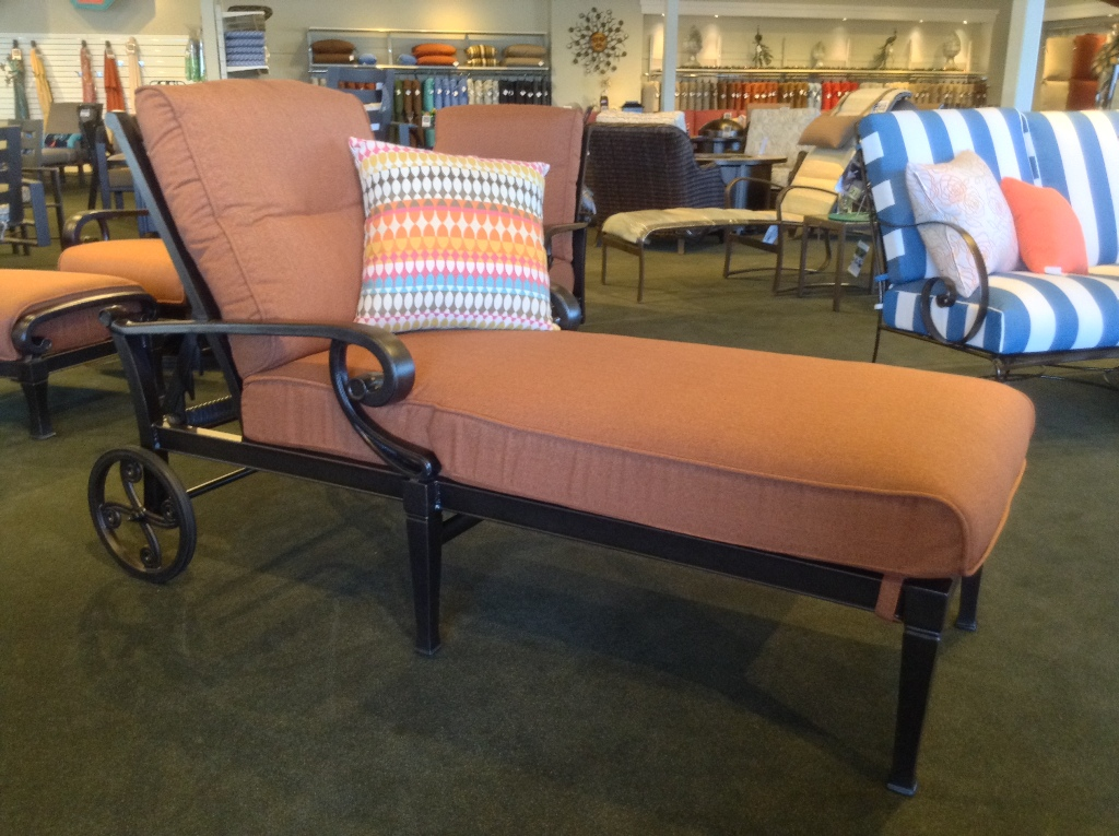 Lucerne Chaise Lounge with Wheels