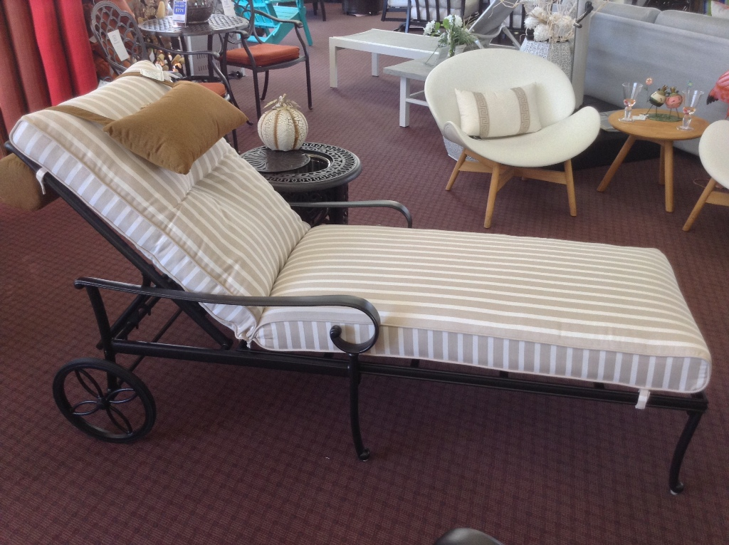 Santa Barbara Chaise Lounge with Wheels