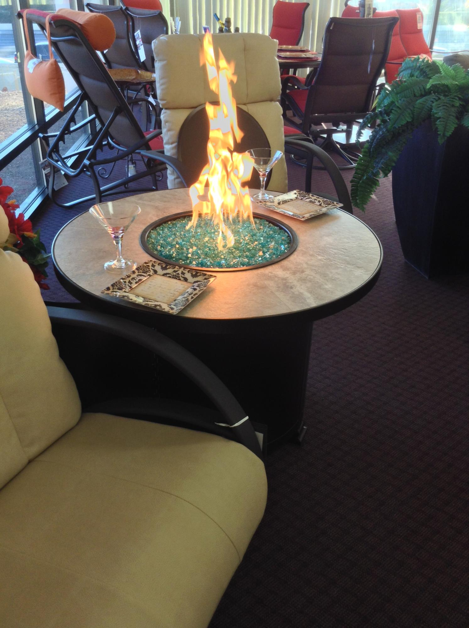 "Capri 36"" Round Chat Fire Table H=24"""