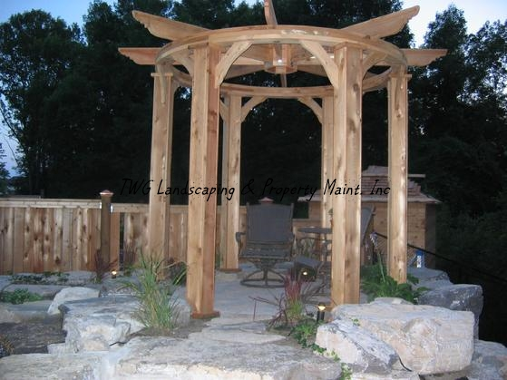559_CustomPergola_1_-1.jpg