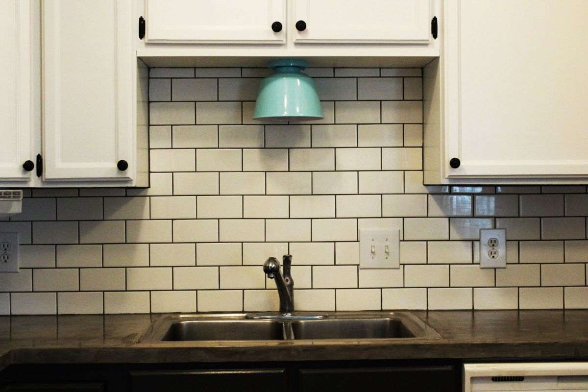 backsplash_white__black_grout.jpg