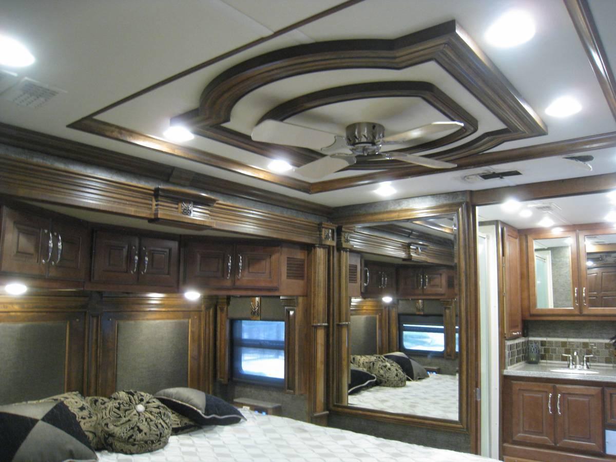 2014AmericanTradition42GBedroom1.jpg