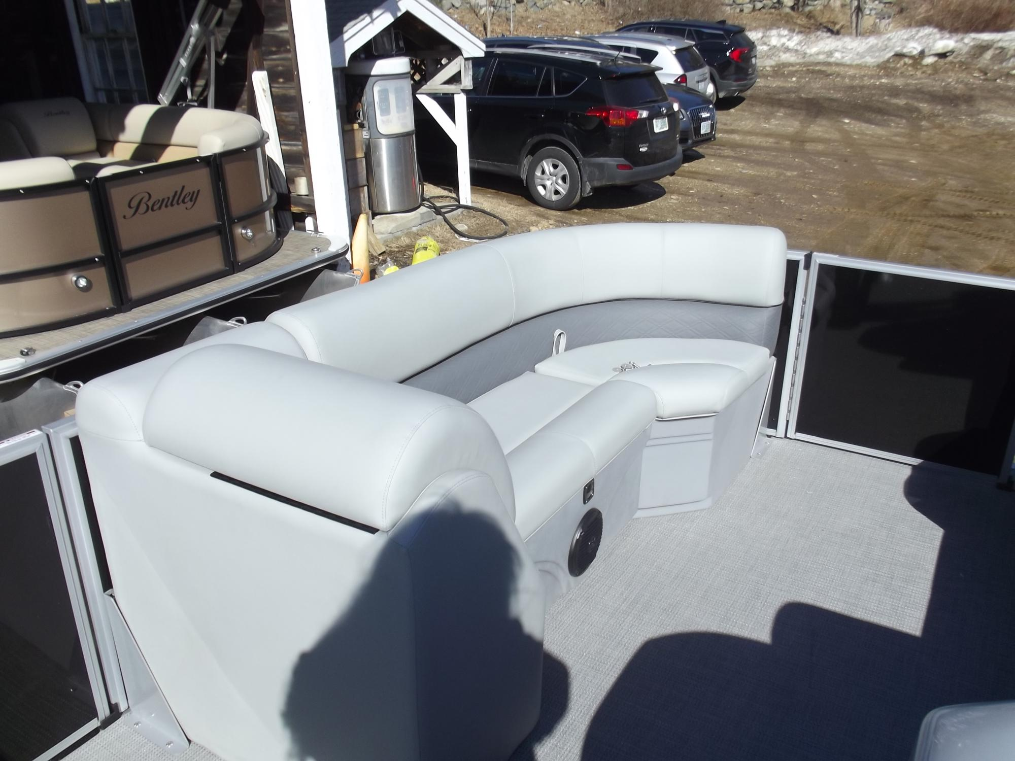 2019 Bentley 200 Cruise pontoon
