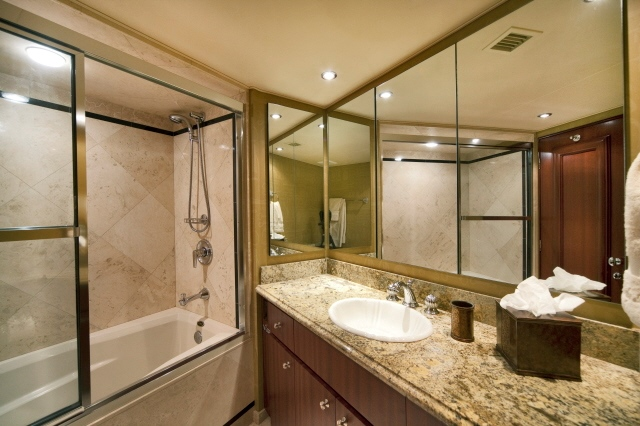 _3_VIP_Guest_Stateroom_En-Suite_With_Tub.jpg